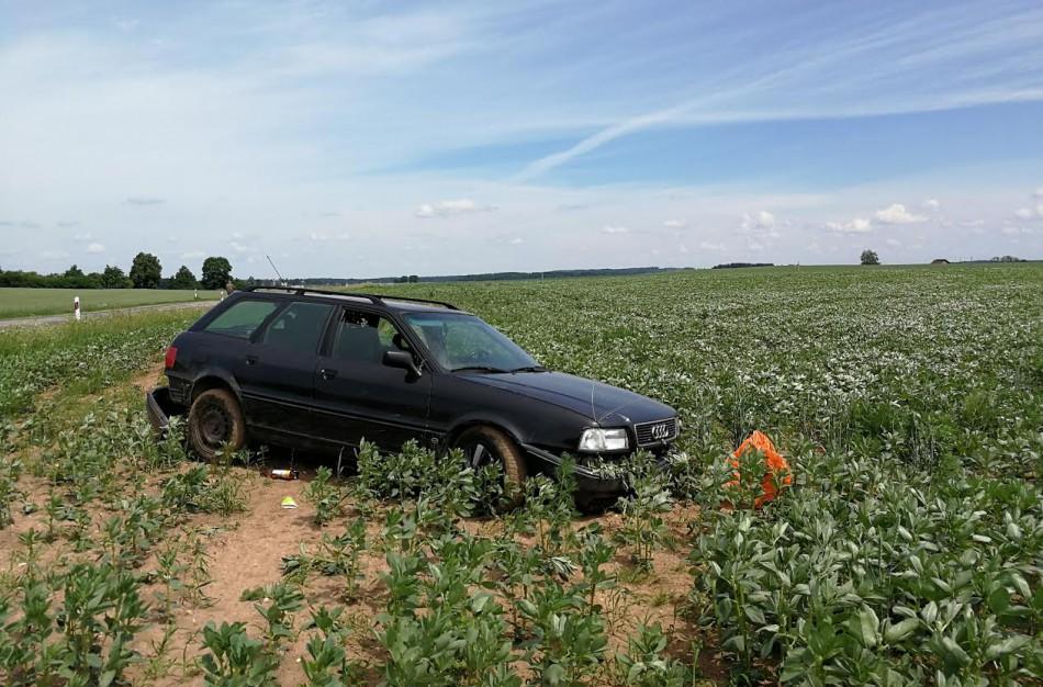 """Karių pranešimas policijai – nuo kelio nuvažiavo """"Audi"""""""