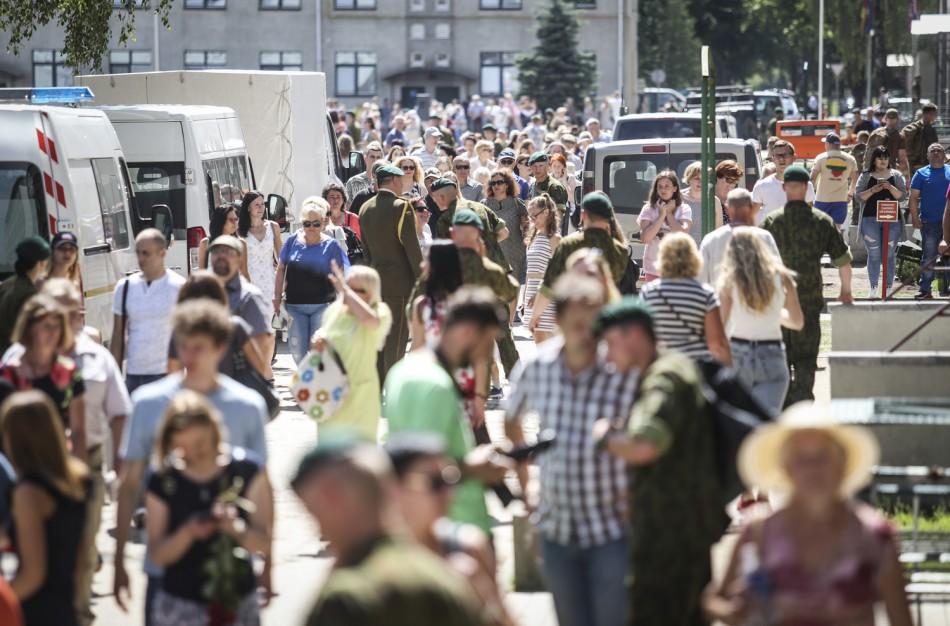 Rukloje ir Tauragėje į atsargą išleisti beveik 1000 šauktinių