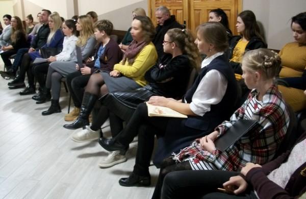Poezijos gerbėjų bendruomenėje daugėja