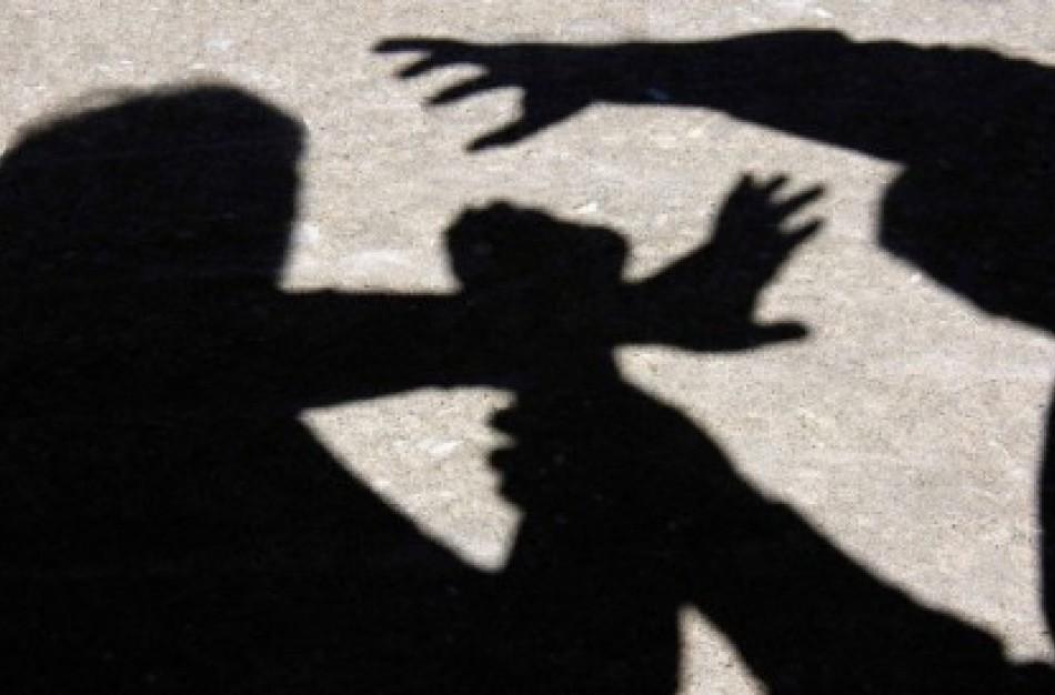 Brolis ir sesuo sulaikyti dėl fizinio skausmo sukėlimo vienas kitam