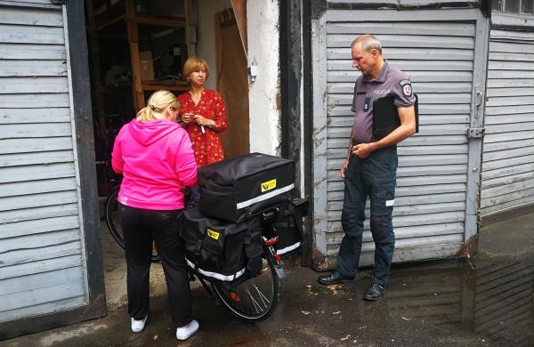 Elektriniai dviračiai laiškininkams – ar tikrai tik geri pokyčiai?