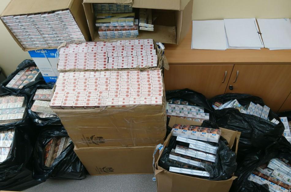 Jonavoje iš nelegalios apyvartos išimta 7326 pakelių kontrabandinių cigarečių