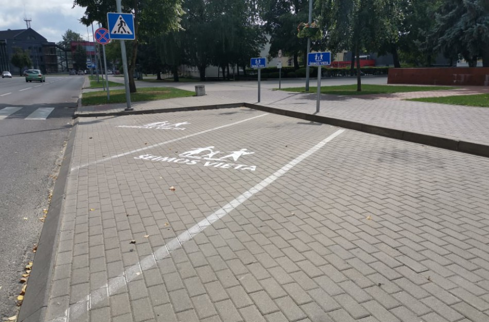 Šalia Jonavos rajono savivaldybės - vietos šeimų automobiliams