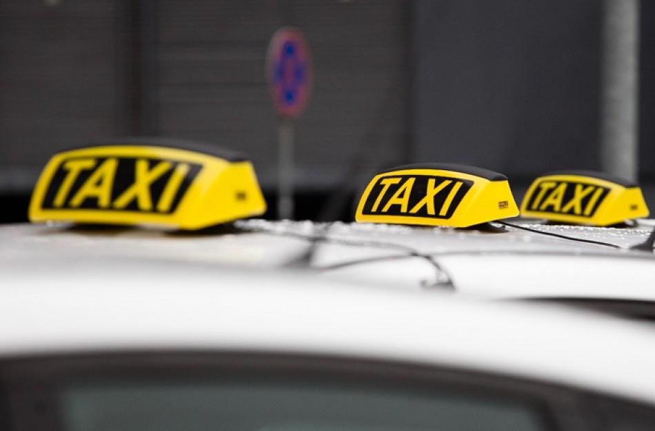 Išpuolis prieš taksi vairuotoją: prireikė medikų pagalbos