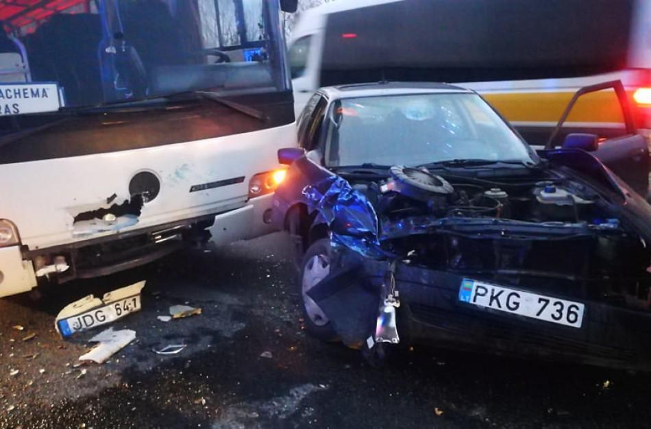 """Susidūrė ,,Audi"""" ir autobusas: vienas iš vairuotojų – neblaivus"""