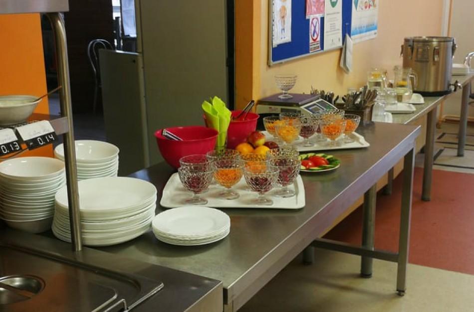 Vieša nuomonė: jonaviečiai mokyklose bandomą švediško stalo maitinimo modelį vertina nevienareikšmiai