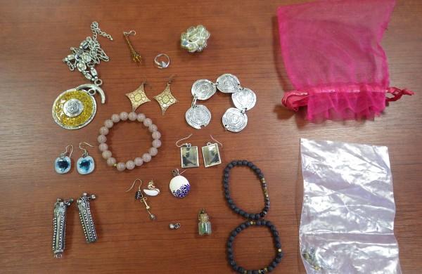 Sulaikius vagystėmis įtariamus vyrus rasta daugybė daiktų – gal jie jūsų?