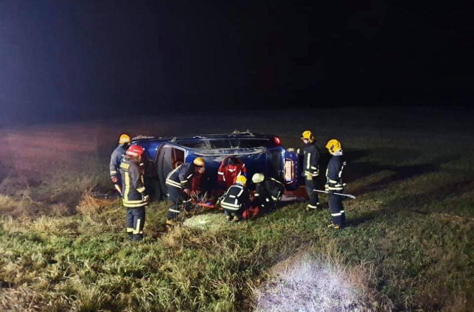 Avarija Jonavos rajone: automobilyje įstrigusią moterį gelbėjo ugniagesiai