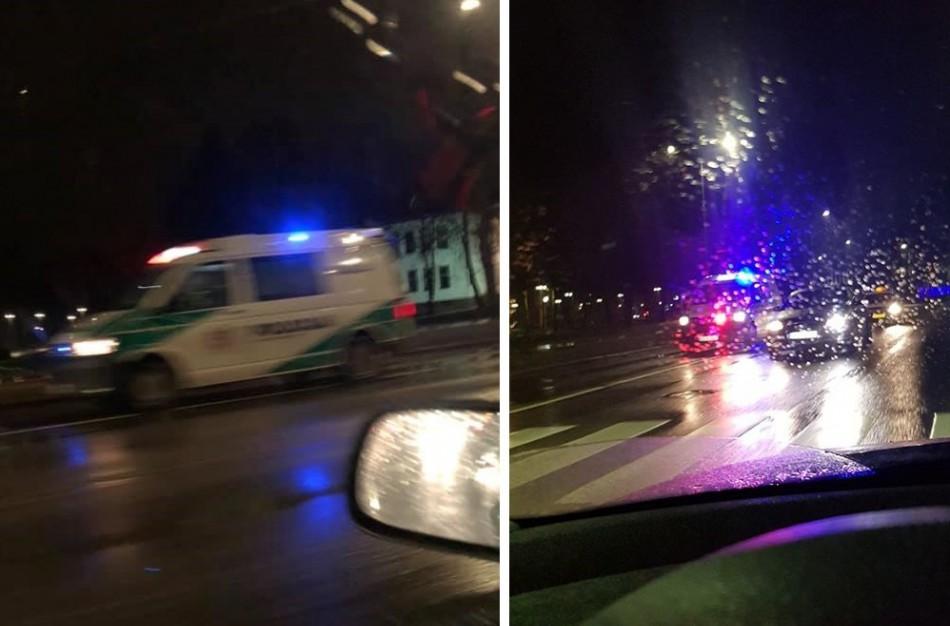 Pėsčiųjų perėjoje - dar viena nelaimė: automobilis kliudė vaikiną ir merginą