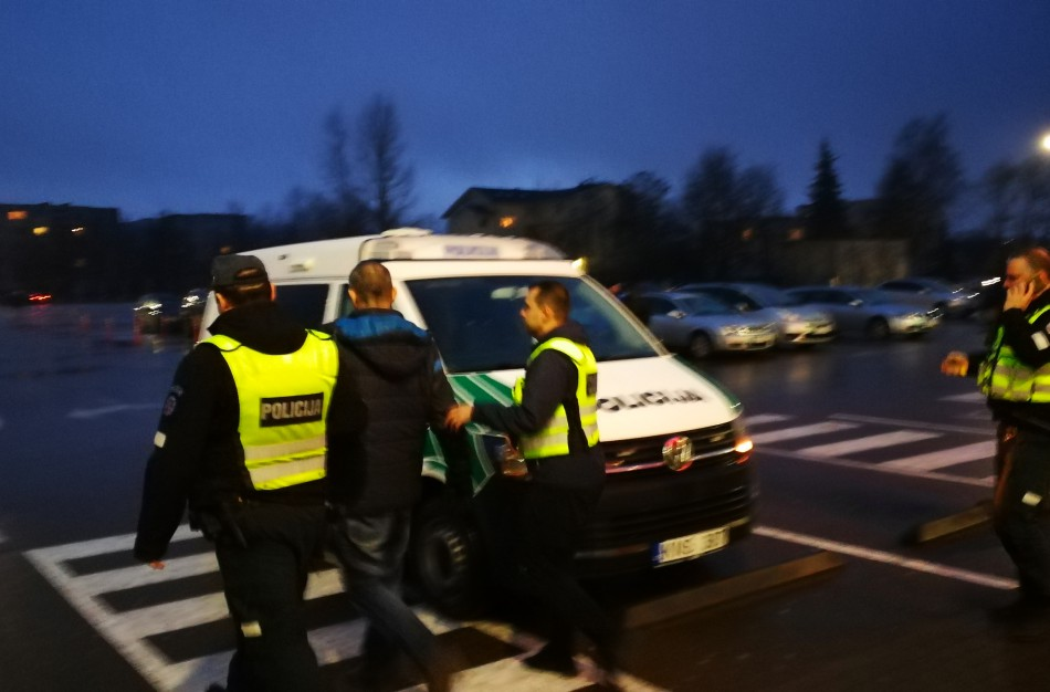 """Incidentas ,,Norfoje"""" :  medikus sau išsikvietusį vyrą išsivežė policijos pareigūnai"""