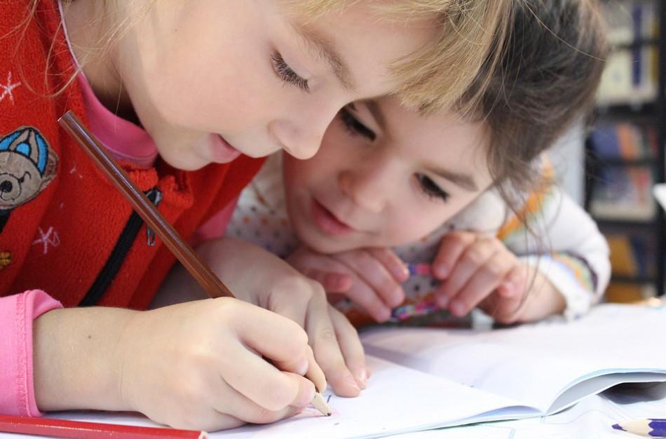 """Mokinio tėvas: ,,Ar pamirštas vadovėlis ir nepaklusnus elgesys - priežastis rašyti neigiamą pažymį?"""""""