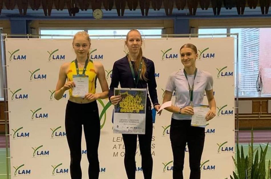 Lietuvos jaunių lengvosios atletikos čempionate – medaliais paženklintas E.Sarafinaitės ir G.Malinauskaitės pasirodymas