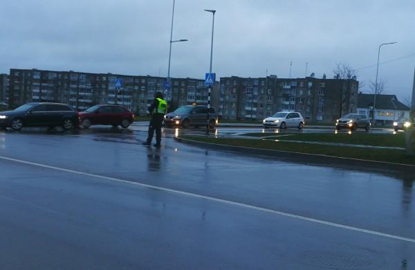 Policijos akiratyje - vairuotojai, nepaisantys naujo kelio ženklo