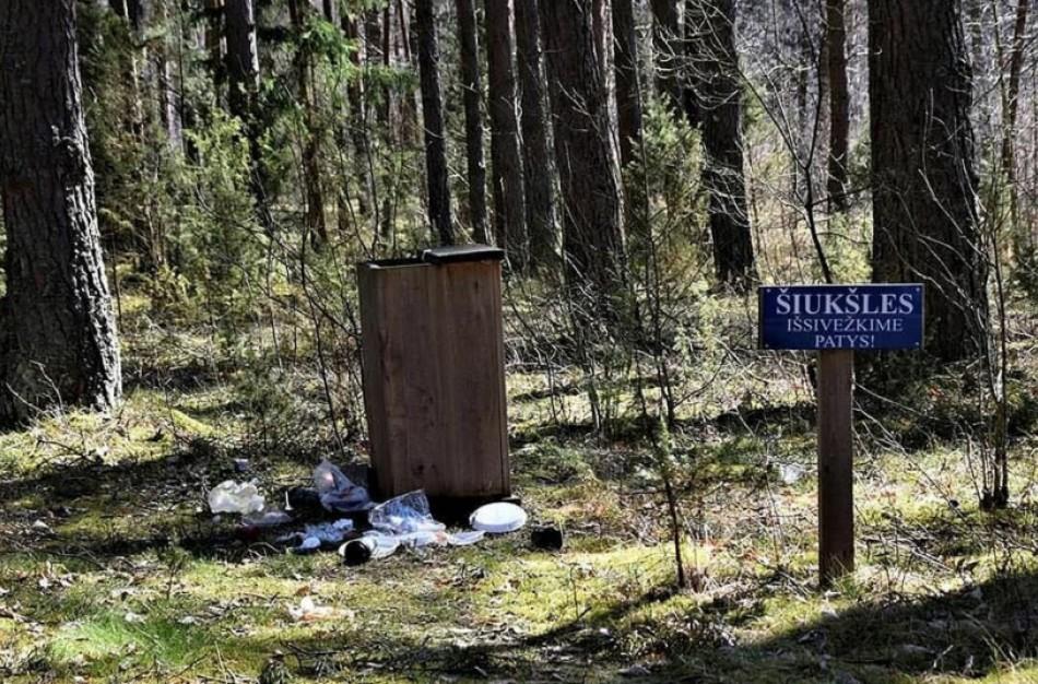 """Iniciatyva """"Kiekvienas iš gamtos – po šiukšlę"""" tęsiama pavasarinių švaros akcijų tradicija"""