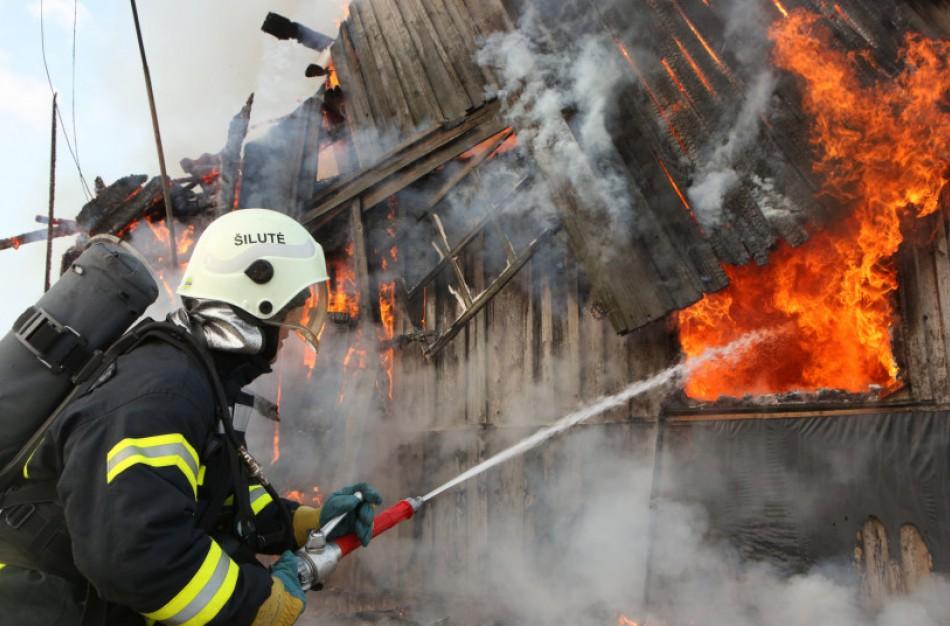 Ugniagesiai ragina nelaukti gaisro, o kuo greičiau įsigyti dūmų detektorių