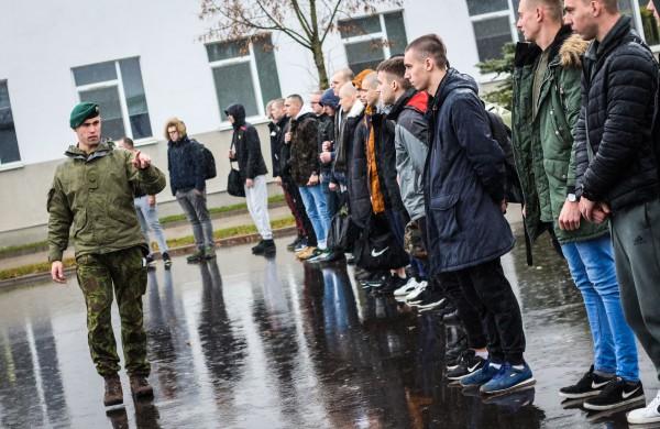 """Tarnybą Lietuvos kariuomenėje pasirinkę emigrantai: """"Kol tarnauji, kai kurie žodžiai verčia užsikimšti ausis, bet kai jų nėra – lieka tuščias jausmas"""""""