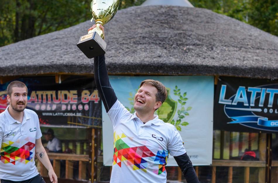 "Lietuvos diskgolfo taurės finaliniame etape pergalę atnešė ""erelis"""