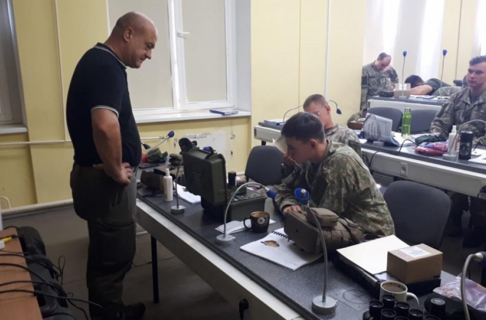 Lietuvos kariai Rukloje treniruojasi su naująja priešakinių stebėtojų ir oro atakos valdymo įranga
