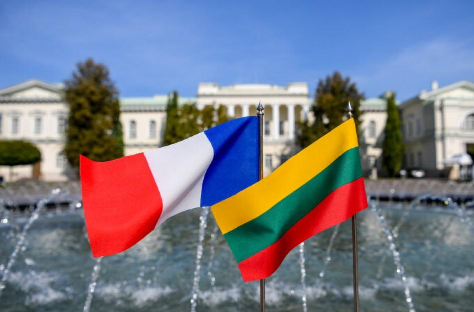 Rukloje tarnaujančius karius aplankys Lietuvos ir Prancūzijos Prezidentai