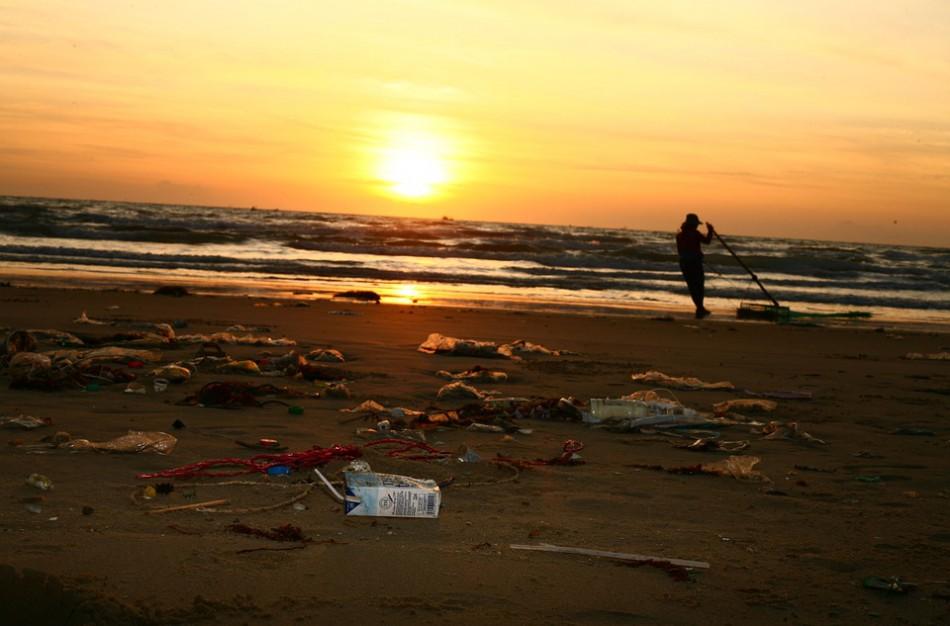 Po dešimtmečio į vandenynus – po 53 mln. tonų plastiko kasmet