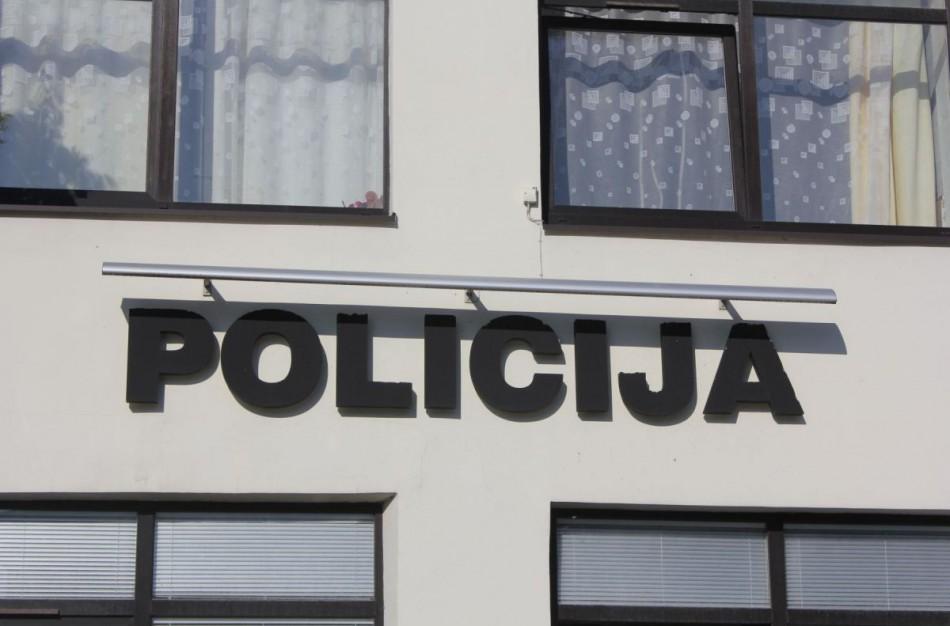 Pareigūnams įkliuvo ne tik neblaivus vairuotojas, bet ir galimai narkotinių medžiagų turėjęs asmuo