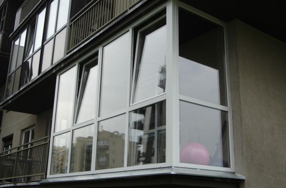 Jei rūkymui prieštaraus bent vienas namo gyventojas, bus draudžiama rūkyti daugiabučių namų balkonuose