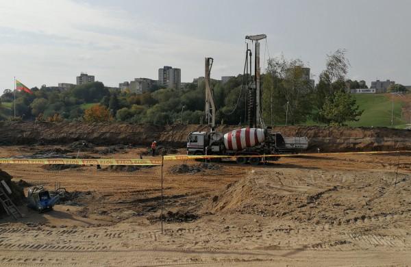 Įkasta naujojo Jonavos miesto baseino statybos pradžią simbolizuojanti laiko kapsulė