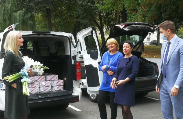 Padėkos ir dovanos perduotos visoms rajono ugdymo įstaigoms