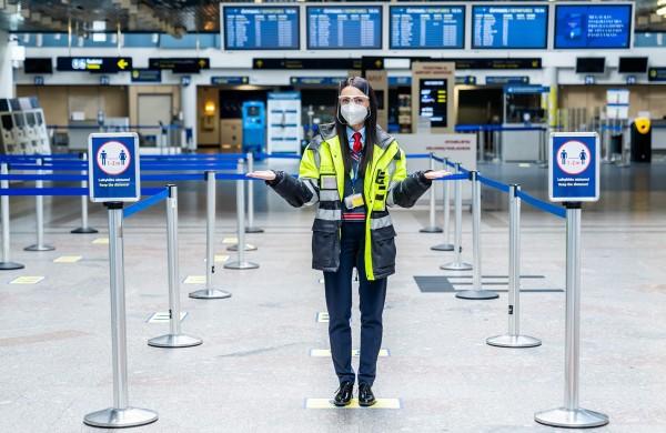 Lietuvos oro uostai primena taisykles: su savadarbėmis kaukėmis į lėktuvą keleiviai gali būti neįleisti