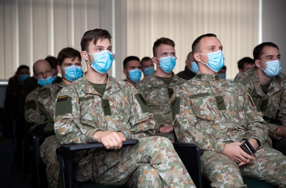Nacionalinio visuomenės sveikatos centre budėjimą pradeda Lietuvos kariuomenės Taikos meto užduočių operacinės pajėgos
