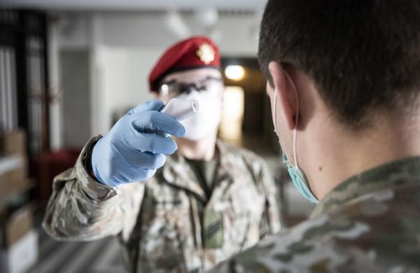 Lietuvos kariuomenė grįžta prie pasiteisinusių koronoviruso plitimo prevencijos priemonių