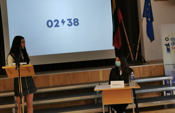 """Senamiesčio gimnazijos mokinių debatai  ,,Į ką Europos Sąjunga investuoja Jonavoje? Aš žinau, o ar žinai Tu?"""""""