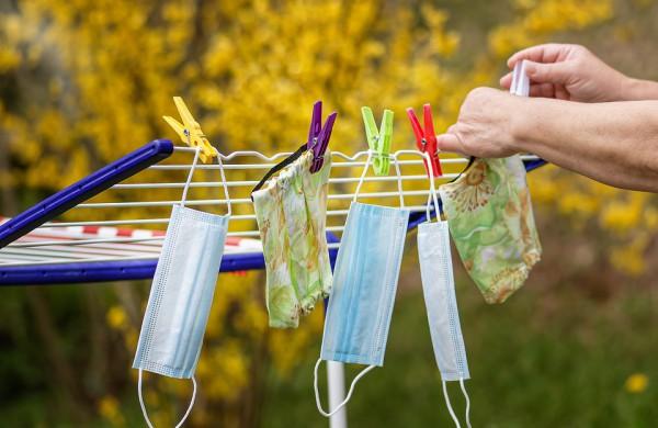 Vaistininkė įspėja dėl daugkartinių kaukių: veikia tik kasdien skalbiamos