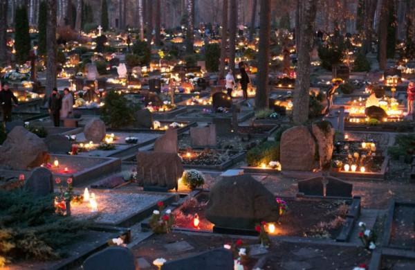 Aplinkosaugininkai kviečia laikytis tradicijos santūriai pagerbti mirusiųjų atminimą
