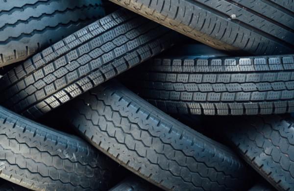 Aplinkosaugininkai primena: kaip tinkamai atsikratyti senomis automobilių padangomis