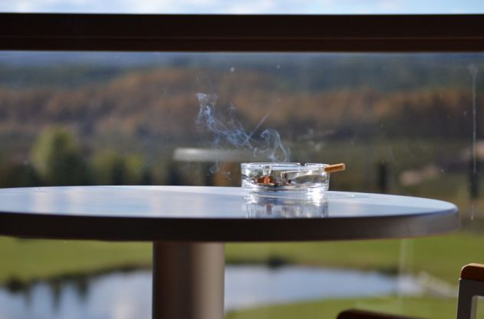 Įtvirtinta administracinė atsakomybė už draudimo rūkyti balkonuose nesilaikymą