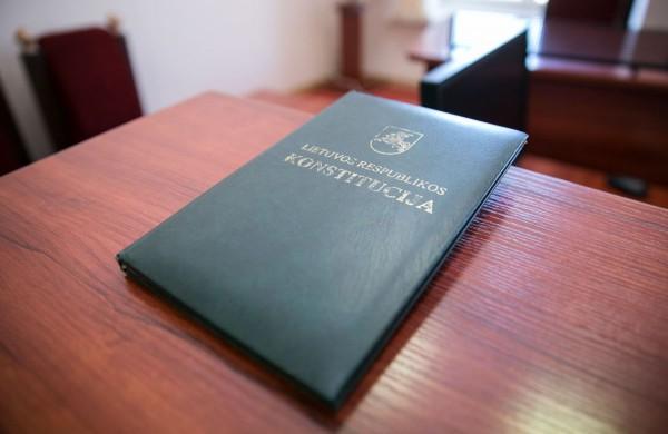 Šiandien Lietuvoje grumiasi Konstitucijos entuziastai!