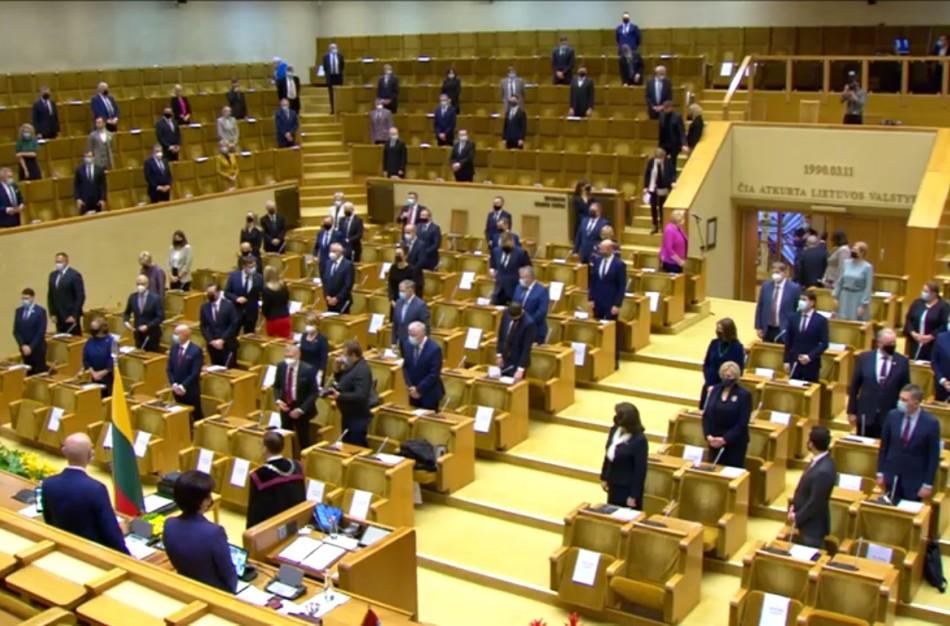 Seimo nariu išrinktas E. Sabutis pirmajame Seimo posėdyje nedalyvauja,  jam taikoma saviizoliacija
