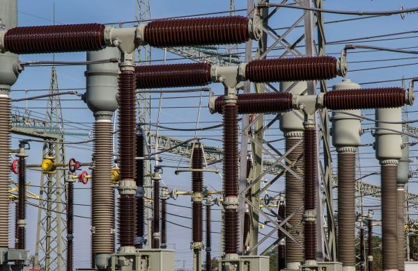 """Įgyvendinamas """"Achemos"""" elektros skirstymo sistemos modernizavimo projektas"""