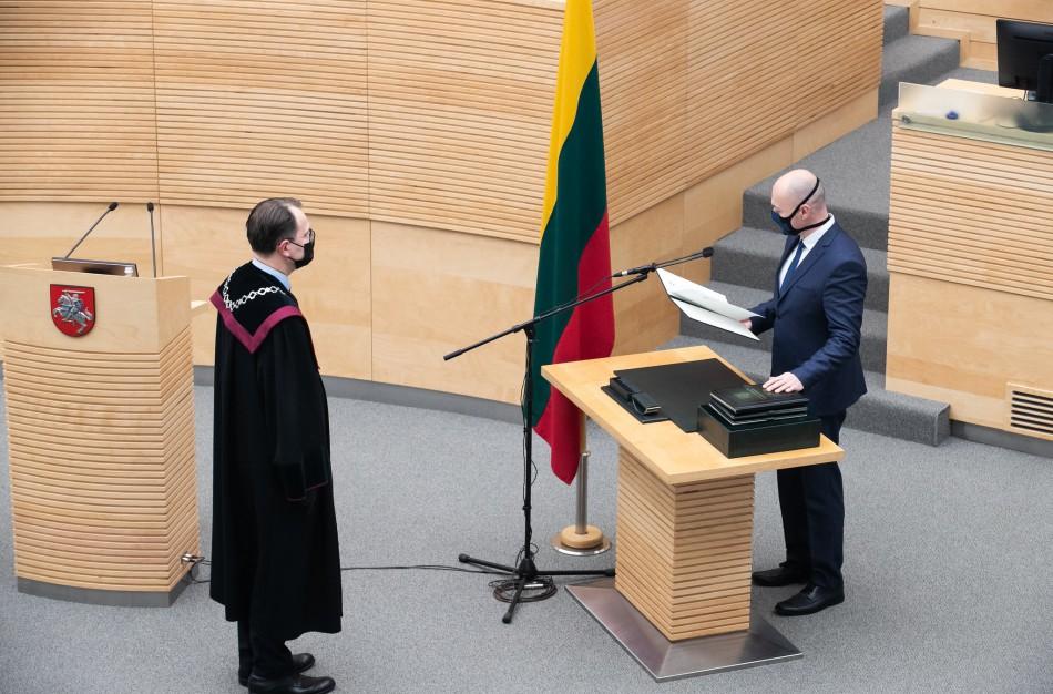Patvirtintos devynių Seimo komisijų sudėtys, aiškėja, kurioje komisijoje dirbs E. Sabutis
