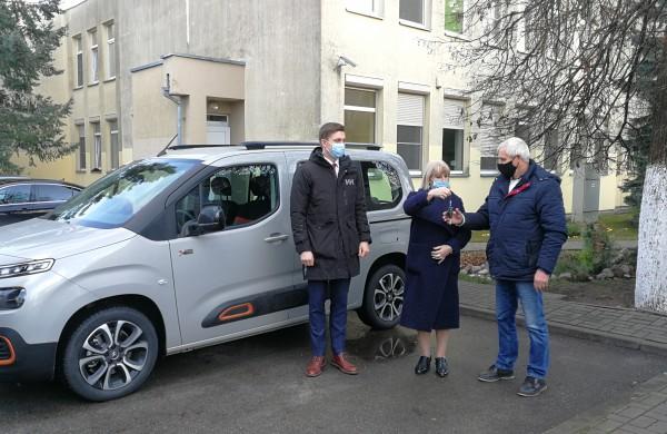 Jonavos vaiko ir šeimos gerovės centrui – naujutėlaitis automobilis