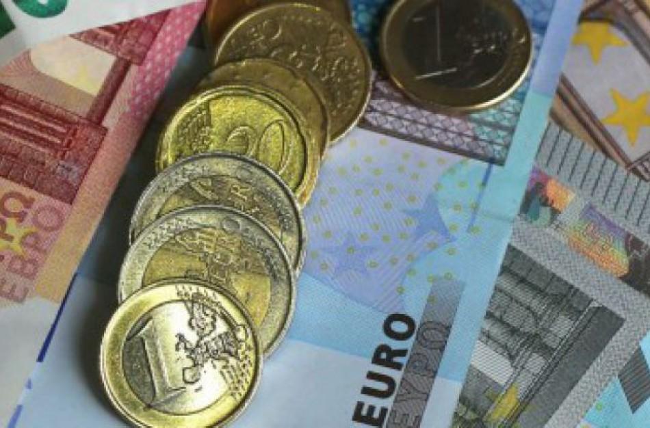 Gruodį - paskutinės 200 eurų išmokos pensijų gavėjams