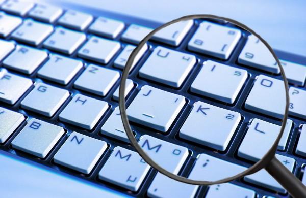 """Internetu prekiaujančiai UAB """"Dolita"""" skirta 2750 eurų bauda"""