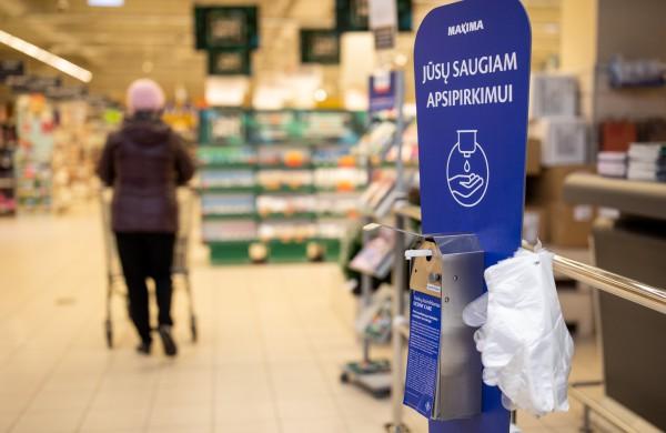 """Griežtėjant karantino reikalavimams – pokyčiai """"Maximos"""" parduotuvėse"""
