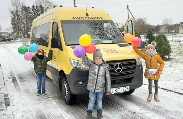 Kalėdinė dovana – mokyklinis autobusas