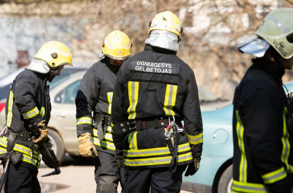 Upninkuose gelbėtojams teko vaduoti duše įstrigusį stambų vyrą