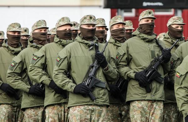 Dalis šauktinių karių šventėms paleidžiami atostogų