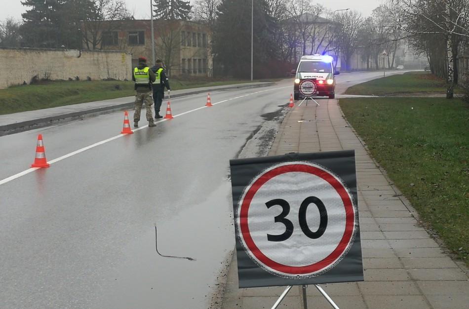 Į policijos kontrolės postą atvažiavo neblaivus vairuotojas