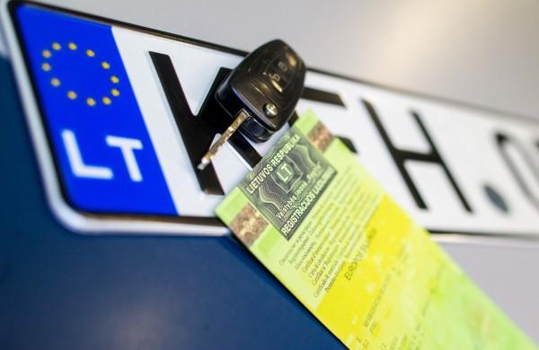 Nuo sausio registracijos mokestis nebetaikomas neįgaliųjų automobiliams