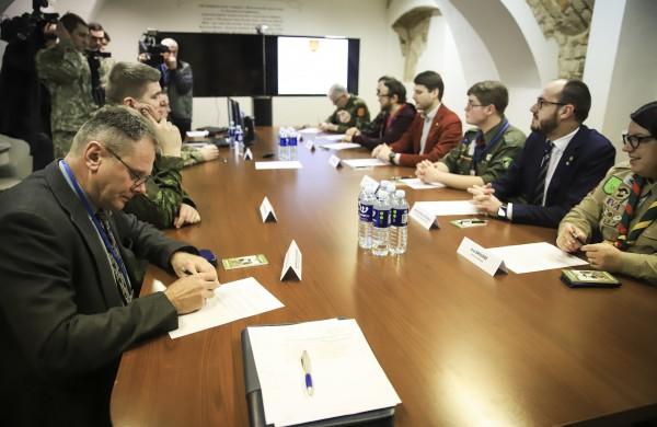 Bus sudaromi 2021 m. šaukiamųjų atlikti nuolatinę privalomąją pradinę karo tarnybą sąrašai